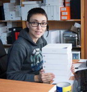 María José Alvarez, comercial en movileschinosespana.com